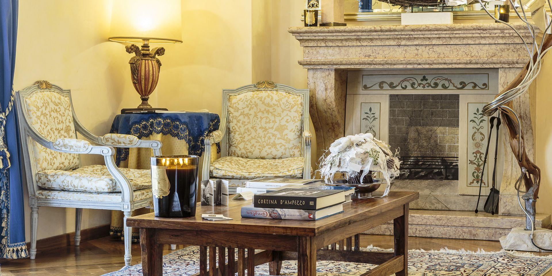 Salottino Caminetto Hotel Ambra Cortina d'Ampezzo