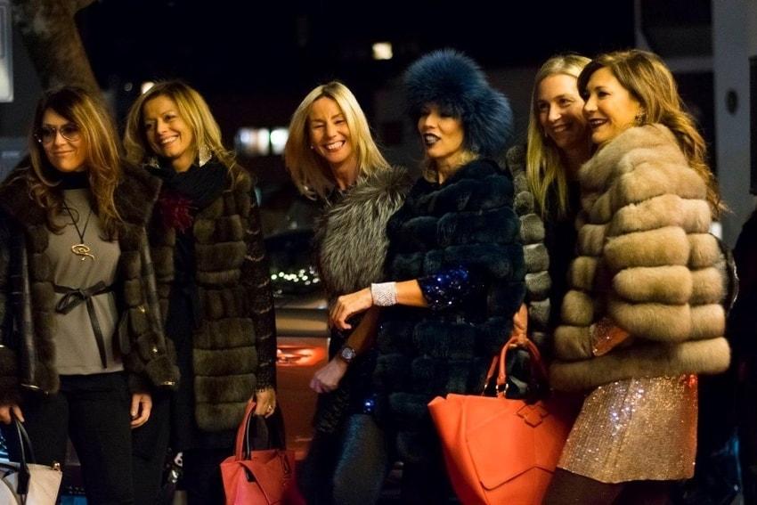 Fashion in Cortina: fur, glitter and hats