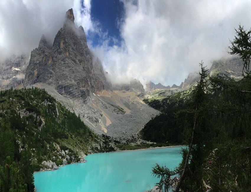Un'escursione a piedi al Lago di Sorapiss vicino a Cortina