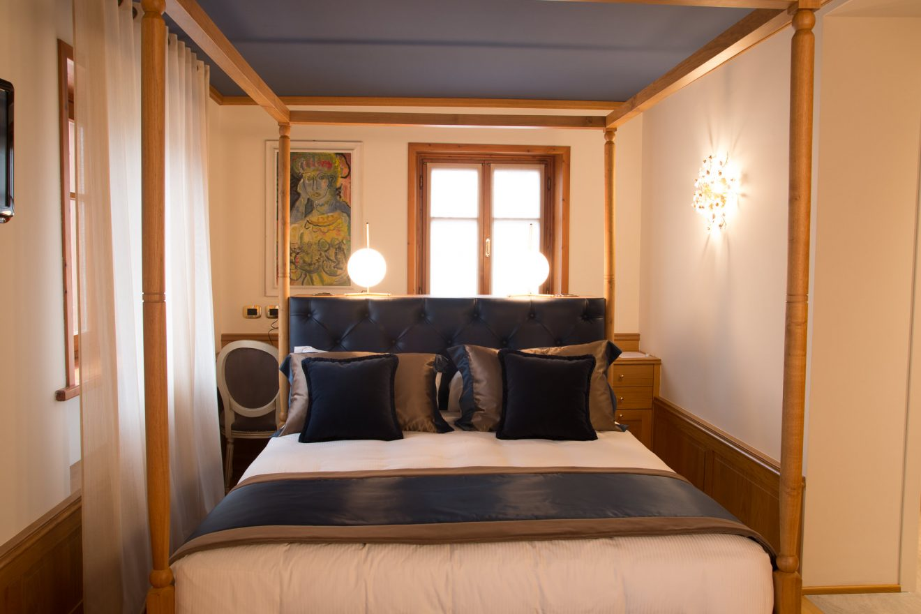 Camera con baldacchino Hotel Ambra Cortina