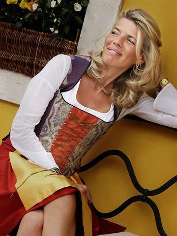 abito ampezzano è un classico per combinare tradizione e un tocco eccentrico a Cortina d'Ampezzo