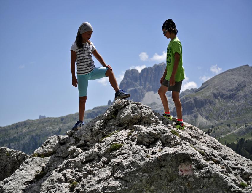 Trekking sulla via delle cascate alle Dolomiti credits Snow Service Cortina