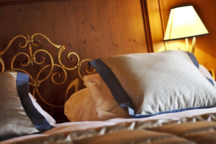 Un dettaglio del letto della suite Afrodite all'Ambra Cortina a Cortina