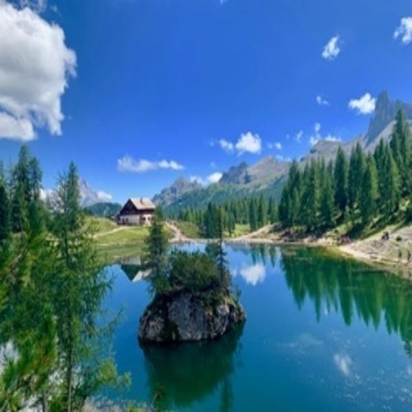 Il Rifigio Croda e il Lago Federa nelle Dolomiti