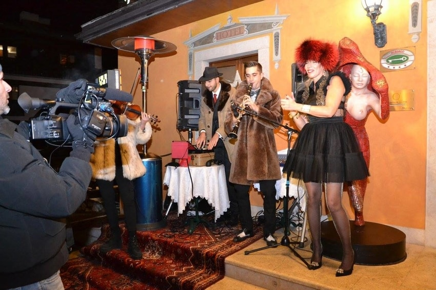 Una band che canta al party Colbacco & Tacco 12