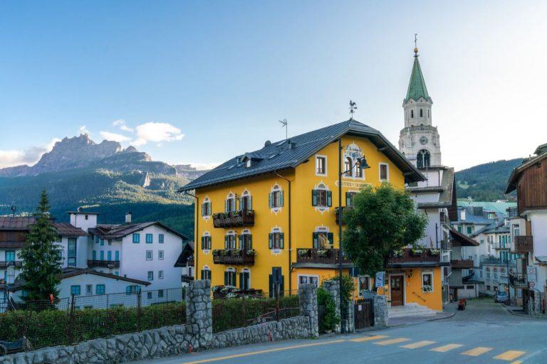 Hotel Ambra Cortina con Campanile di Cortina